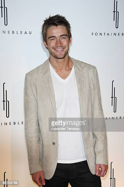 Robert Buckley arrives for the grand opening of Fontainebleau Miami Beach on November 14, 2008 in Miami Beach, Florida.