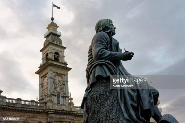 robert burns statue at the octagon, dunedin city centre, otago, new zealand - dunedin new zealand stock pictures, royalty-free photos & images