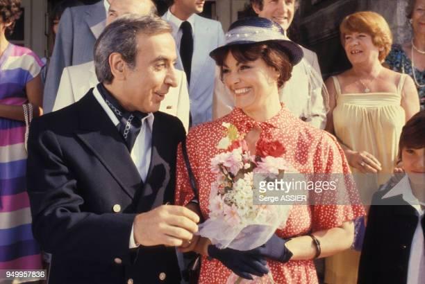 Robert Castel et Catherine Rouvel pendant le tournage du téléfilm 'La Veuve de l'Estaque' en mai 1979 à Marseille France