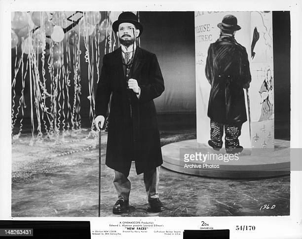 Robert Clary playing the artist Toulouse Lautrec in a scene from the film 'New Faces' 1954