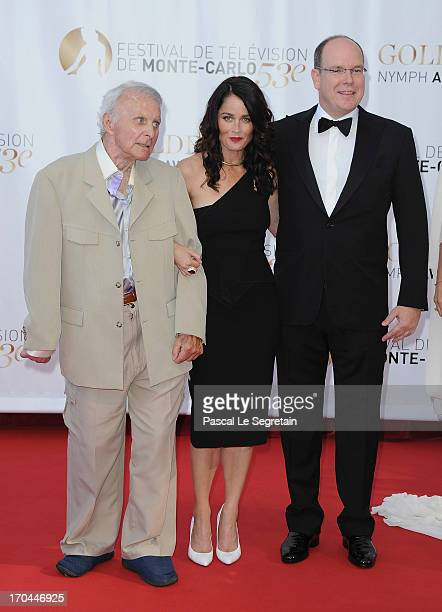 Robert Conrad Robin Tunney and Prince Albert II of Monaco attend the closing ceremony of the 53rd Monte Carlo TV Festival on June 13 2013 in...