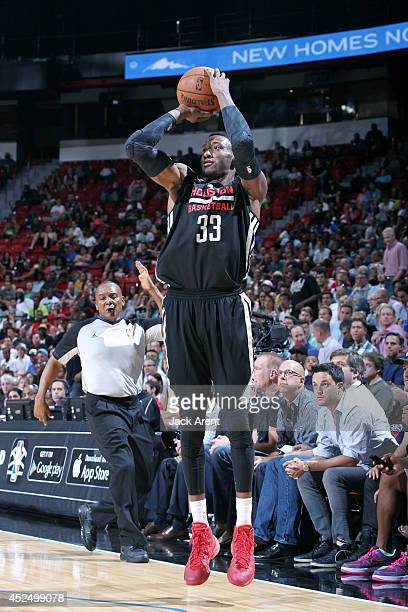 Robert Covington of the Houston Rockets shoots against the Sacramento Kings during the Samsung NBA Summer League 2014 on July 21 2014 at the Thomas...