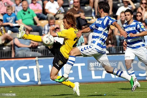 Robert Cullen of Venlo vies with Bram van Polen of Zwolleduring the Dutch Eredivise Play Off Final Second Leg match between VVV Venlo and FC Zwolle...