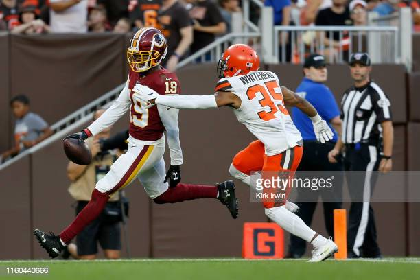 Robert Davis of the Washington Redskins out runs Jermaine Whitehead of the Cleveland Browns for a touchdown during the first quarter at FirstEnergy...