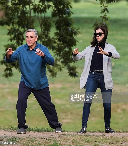 Anne Hathaway Robert De Niro Movie: Tai Chi Chuan Photos Et Images De Collection