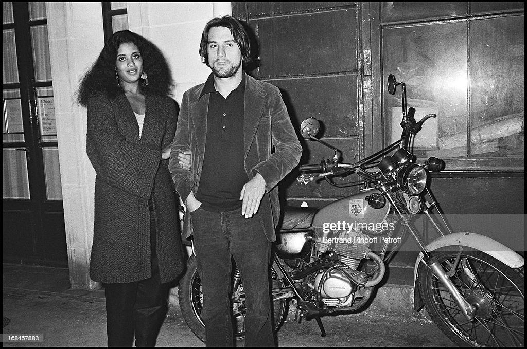 Robert De Niro And Wife Diahnne Abbott In Paris 1982 : News Photo