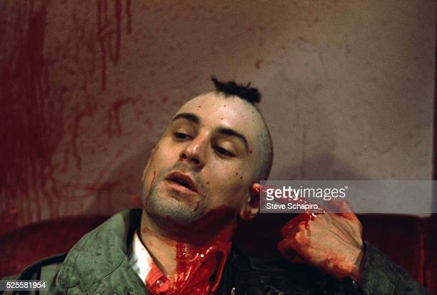 Robert De Niro as Travis Bickle points a bloody finger at his head in a suicidal gesture on the set of Martin Scorsese's Taxi Driver