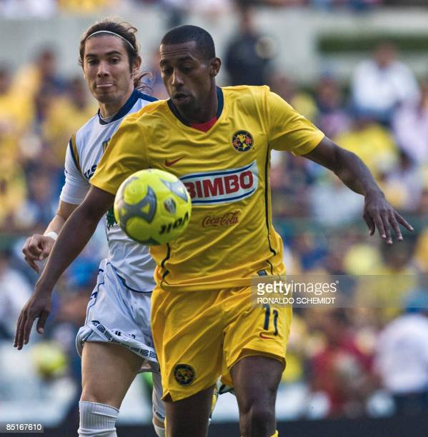 Robert de Pinho of America vies for the ball with Jesus Palacios of San Luis, during their 2009 Mexican Clausura Tournament football match at the...