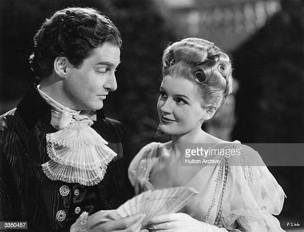 Robert Donat and Phyllis Calvert in the film 'The Young Mr Pitt' directed by Carol Reed and produced by Gainsborough Pictures