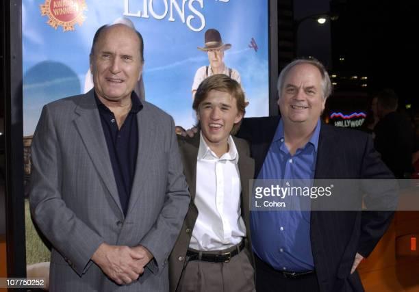 Robert Duvall Haley Joel Osment and Writer/Director Tim McCanlies