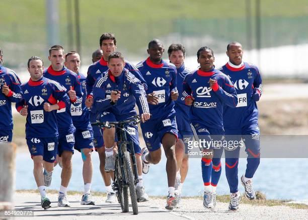 Robert DUVERNE et le groupe entrainement / Footing Tignes Stade de preparation de l equipe de France Tignes