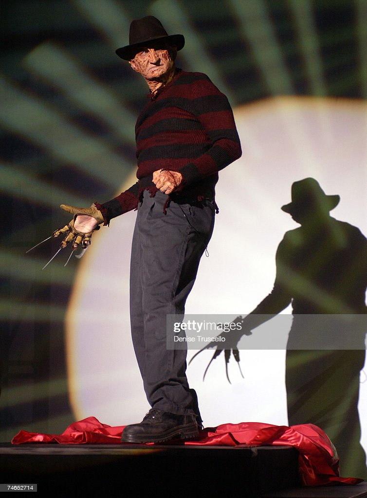 "Robert Englund and Ken Kirzinger Face Off In Las Vegas to Promote the Film ""Freddy vs Jason"" : ニュース写真"