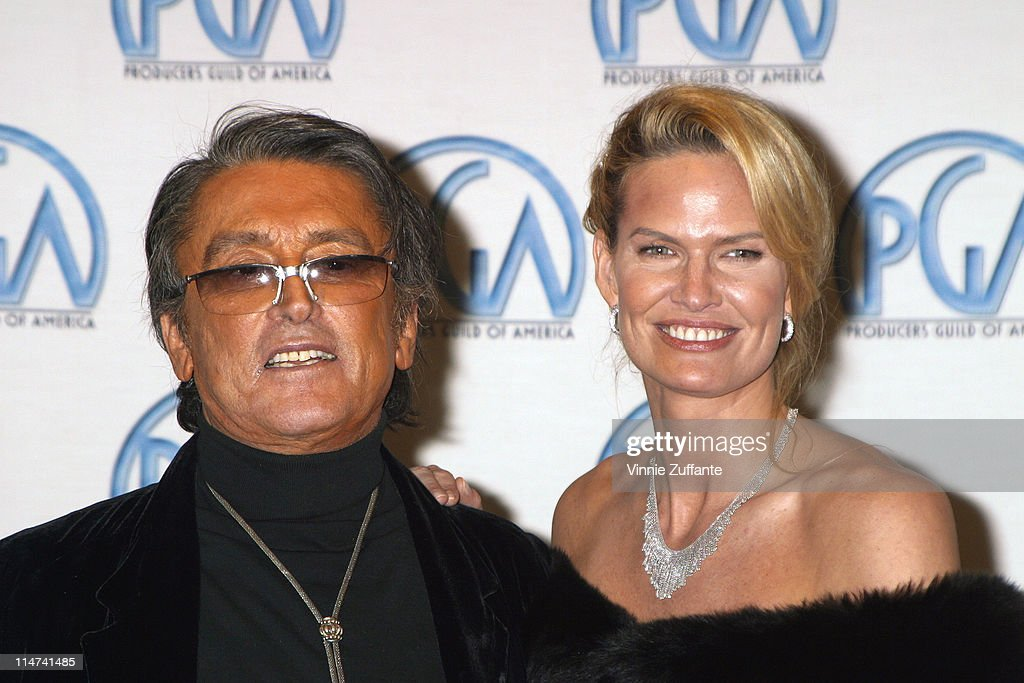 Robert Evans and Leslie Ann Woodward with his David O. Selznick Award for Lifetime Achievement in the press room at the 14th Annual Producers Guild Awards at the Century Plaza Hotel in Century City, CA 03/02/03 : News Photo