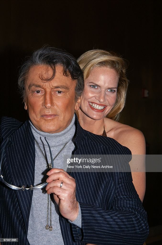 Robert Evans and wife Leslie-Ann Woodward are on hand at the : News Photo