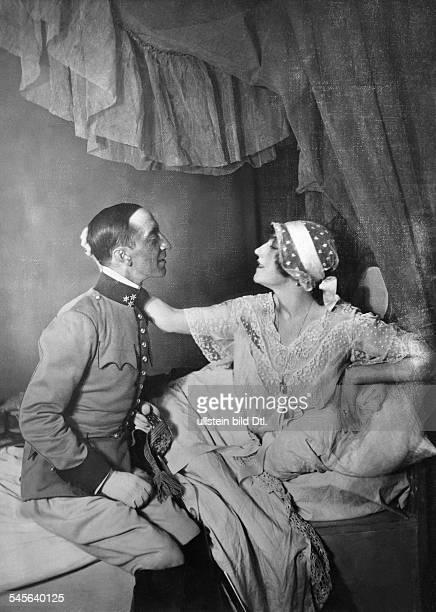 Robert ForsterLarrinaga *1880Schauspieler Schriftsteller Österreich mit Blanche Dergan in 'Der Reigen' von Arthur Schnitzler Kleines Schauspielhaus...