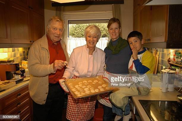 Robert Freitag, Ehefrau Maria Sebaldt, Adoptivtochter Katharina, Enkelsohn Julian Dante, , , München, Vater, Mutter, Ehemann, Ehefrau, Familie,...