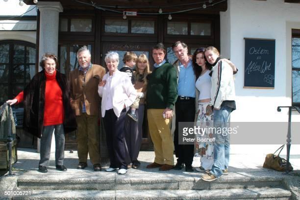 Robert Freitag , Ehefrau Maria Sebaldt , Ex-Frau Maria Becker , Schwiegertochter Arabella mit Enkel Luke , Sohn Oliver Tobias, Sohn Benedict Freitag,...