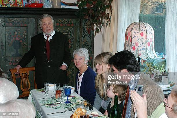 Robert Freitag Ehefrau Maria Sebaldt Schwiegertochter Arabella Enkel Luke Sohn Oliver Tobias FamilienFeier zum 90 Geburtstag von R o b e r t F r e i...