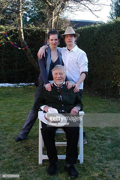 Robert Freitag , Enkel Sakias Manuel, dessen Zwillingsschwester Larissa , Feier zum 90. Geburtstag von R o b e r t F r e i t a g, Homestory, Grünwald...