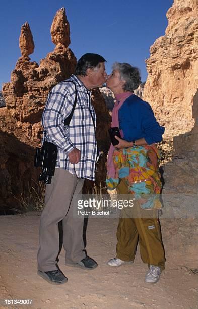 Robert Freitag Maria Sebaldt Abstieg in den Canyon Utah USA Fels Felsen Berg Videokamera Fotoapperat Kuss Schauspielerin Schauspieler