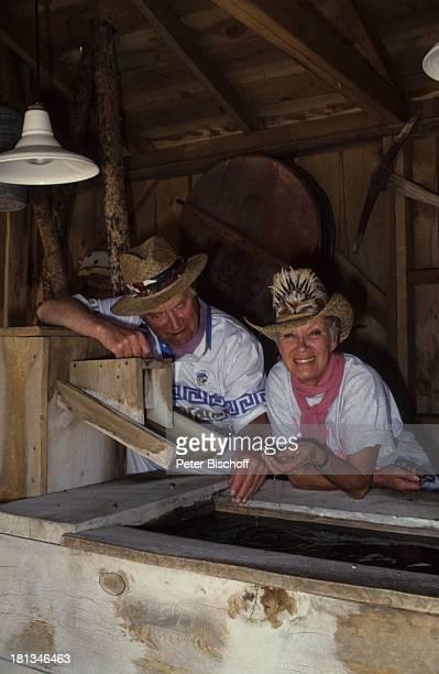 Robert Freitag Maria Sebaldt Westerndorf am Eingang zum Bryce Canyon Utah USA Brille Hut CowboyhutGoldwaschen Ranch Lampe Schauspielerin Schauspieler...