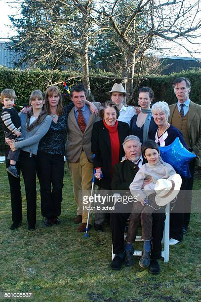 Robert Freitag mit Enkel Julian Dante , Ehefrau Maria Sebaldt , Ex-Frau Maria Becker , Schwiegertochter Arabella mit Enkel Luke , Tochter Katharina...