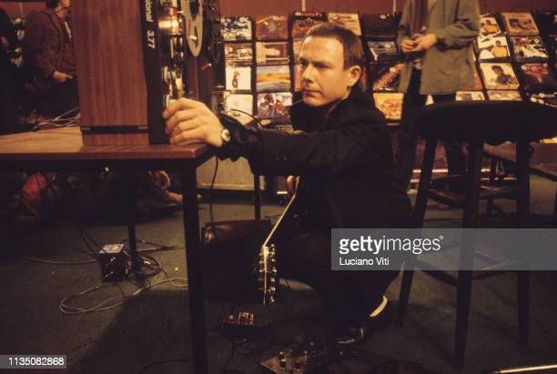 Robert Fripp musician and guitarist for progressive rock band King Crimson London 1981 / Robert Fripp chitarrista dei King Crimson Londra 1981