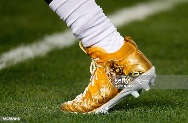 Robert Golden of the Pittsburgh Steelers warms up wearing special cleats for teammate Ryan Shazier who was injured in a game last week before the...