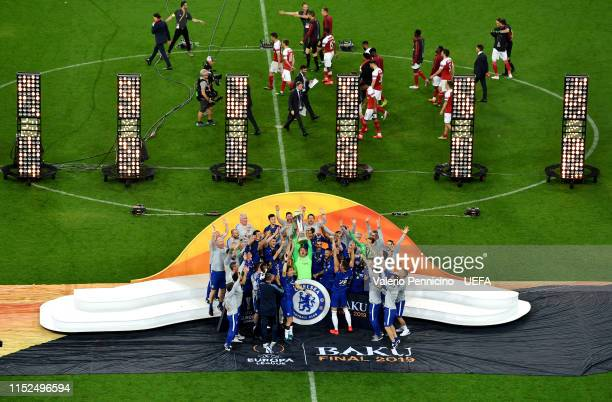 Robert Green of Chelsea lifts the trophy after the UEFA Europa League Final between Chelsea and Arsenal at Baku Olimpiya Stadionu on May 29 2019 in...