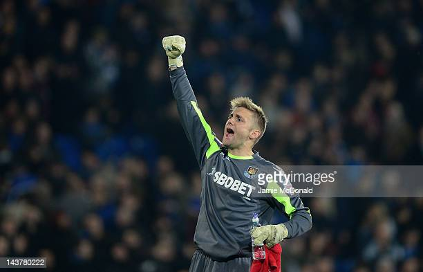 Robert Green of West Ham United gestures to the fans during the Npower Championship Playoff Semi-Final 1st leg match between Cardiff City and West...