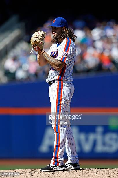 Robert Gsellman of the New York Mets in action against the Philadelphia Phillies at Citi Field on September 25 2016 in the Flushing neighborhood of...