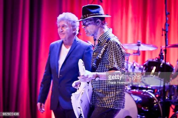 Robert Hart and Manfred Mann of the British group Manfred Manns Earth Band perform live on stage during a concert at the ErnstReuterSaal on March 16...