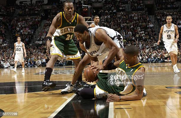 Robert Horry of the San Antonio Spurs fights for the loose ball with Antonio Daniels and Danny Fortson of the Seattle SuperSonics in Game one of the...