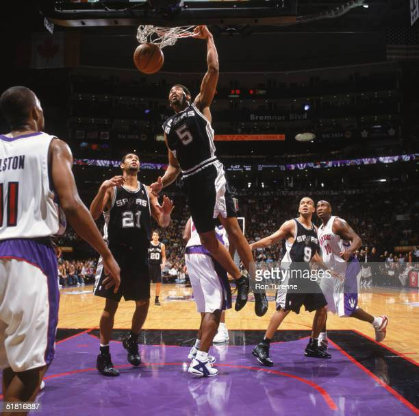 Robert Horry of the San Antonio Spurs makes a dunk against the Toronto Raptors at Air Canada Centre on November 21 2004 in Toronto Canada The Raptors...