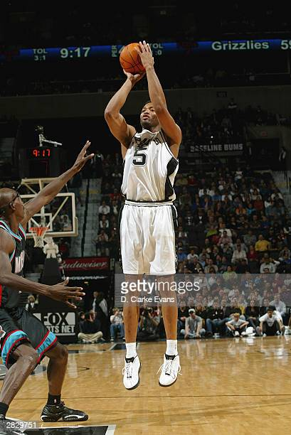 Robert Horry of the San Antonio Spurs shoots a jumper during the game against the Memphis Grizzlies at the SBC Center in San Antonio Texas on...