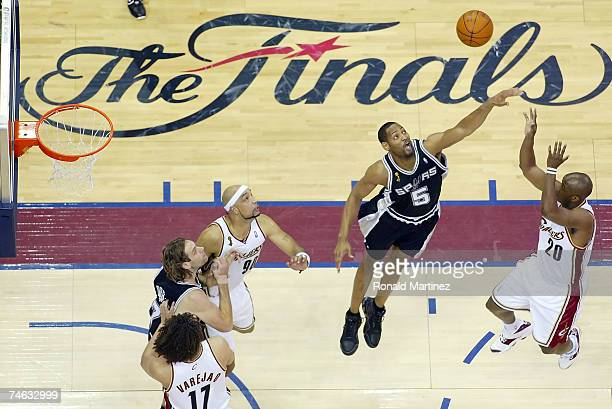 Robert Horry of the San Antonio Spurs tries to block the shot of Eric Snow of the Cleveland Cavaliers in Game Four of the NBA Finals on June 14, 2007...