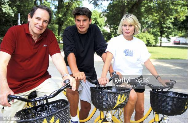 Robert Hossein and Candice Patou with their son Julien, Vittel, 1994.