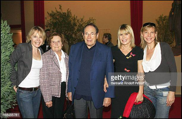 Robert Hossein Candice Patou Accompagne De mother Andree and Ses Soeurs Cathy and Fanfan Ben Hur show at the French stadium