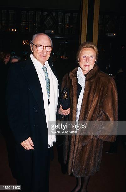 Robert Hossein Celebrates His 70Th Birthday Robert HOSSEIN fête ses 70 ans au théâtre Mogador à PARIS lors d'une soirée surprise organisée par son...