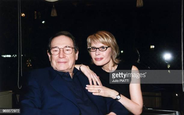 Robert Hossein et son épouse Candice Patou le 24 Février 2000 à Paris, France.