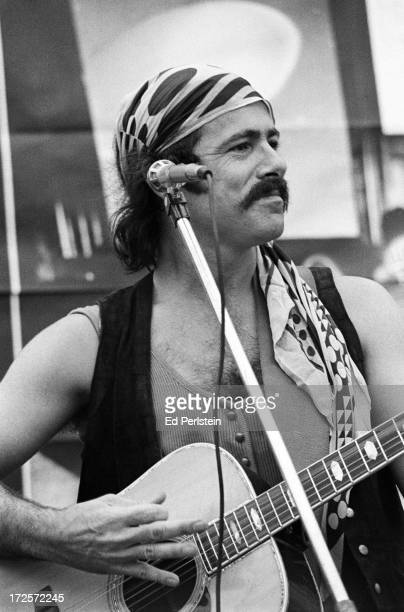 Robert Hunter lyricist for The Grateful Dead performs with his band Roadhog at an auction of Grateful Dead memorabilia and art in September 1976 in...