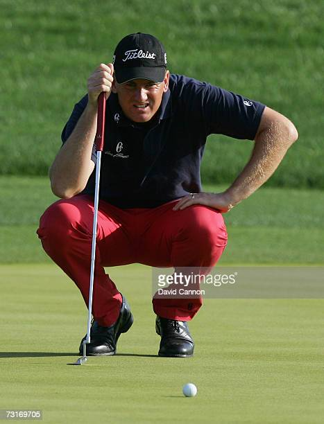 Robert Karlsson of Sweden lines up an eagle putt on the par 5 13th hole during the first round of the 2007 Dubai Desert Classic on the Majilis Course...