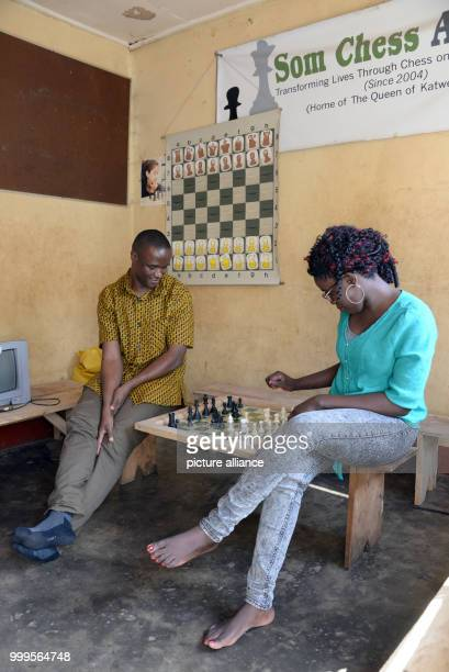 Robert Katende und Phiona Mutesi playing chess at the Som Chess Academy in Katwe a slum of Kampala 01 July 2017 For a long time in Uganda chess was...