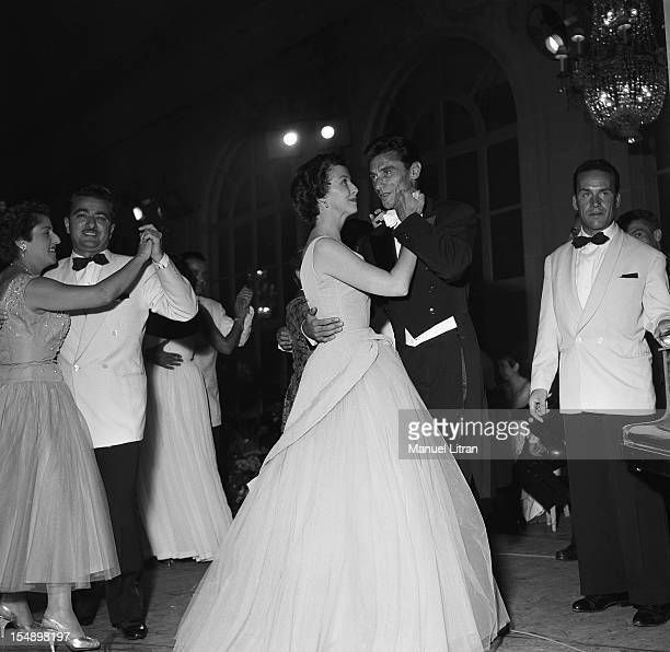 Robert LAMOUREUX dance with Betsy Blair at the ball of the little white beds at the Deauville casino