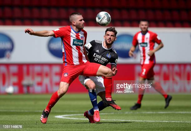 Robert Leipertz of Heidenheim challenges Tim Leibold of Hamburg during the Second Bundesliga match between 1. FC Heidenheim 1846 and Hamburger SV at...