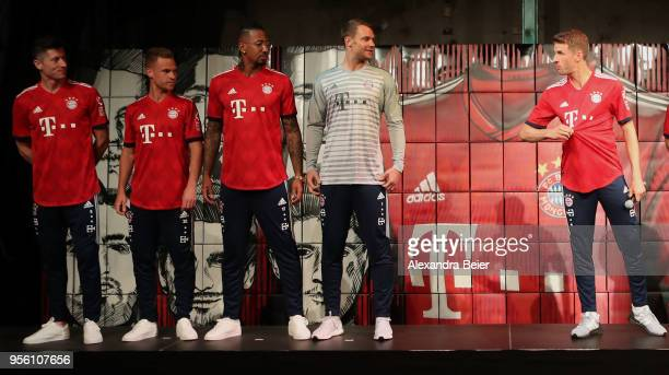 Robert Lewandowki Joshua Kimmich Jerome Boateng injured goalkeeper Manuel Neuer and Thomas Mueller of FC Bayern Muenchen are pictured posing with...