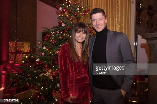 Robert Lewandowski and his wife Anna Lewandowska arrive for the FC Bayern Muenchen Christmas Party at Palais Lenbach on December 08, 2018 in Munich,...
