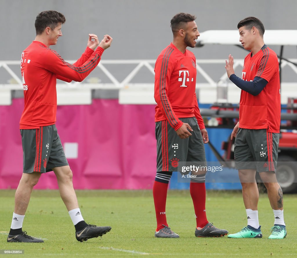 Robert Lewandowski, Corentin Tolisso and James Rodriguez (L-R) of FC Bayern Muenchen joke during a training session at the club's Saebener Strasse training ground on May 17, 2018 in Munich, Germany.