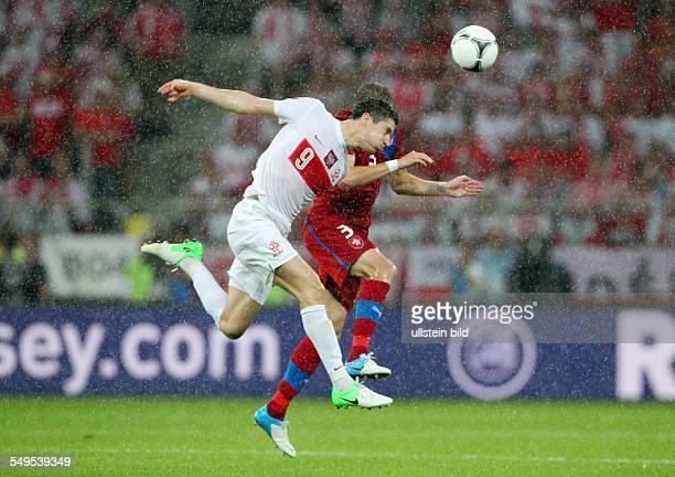 Robert Lewandowski Michal Kadlec Sport Fußball Fussball UEFA EM Europameisterschaft Euro 2012 Saison 2011 Tschechien Tschechische Republik vs Polen...