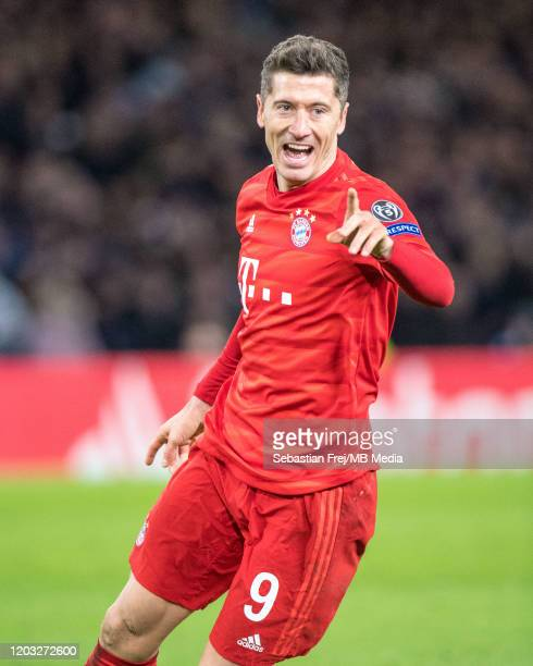 Robert Lewandowski of Bayern Muenchen celebrate during the UEFA Champions League round of 16 first leg match between Chelsea FC and FC Bayern...
